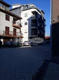 Prodajem kuću u centru Vranja, preko puta parka