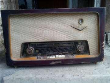 Prodajem dva radio aparata