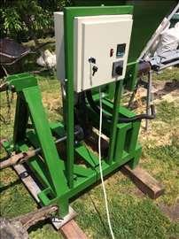 Briketirka za biomasu traktorska