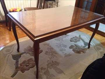 Prelep stilski trpezarijski sto
