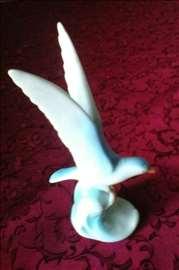 Figura galeba od porcelana