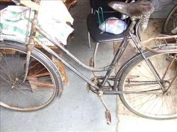 Stari bicikl na pločici piše 1888 godina