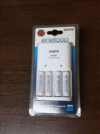 NOV SANYO punjac sa 4 Eneloop baterije 1900 mAh