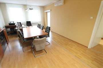 Odličan stan za PP, novija zgrada, kod Arene!