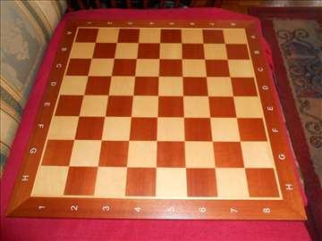 Drvena šahovska tabla