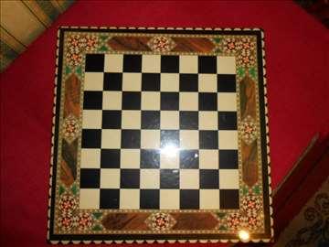 Sedef šahovska tabla