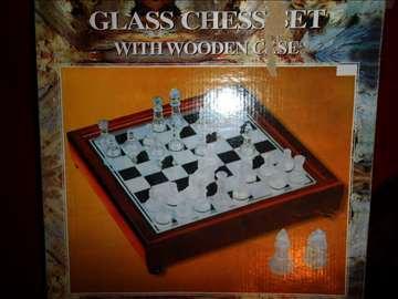 Staklena šahovska tabla