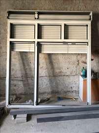 Aluminijumski prozor sa roletnom i komarnikom