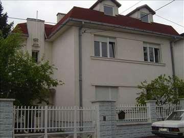Na prodaju kuća iznad Kapija Vračara