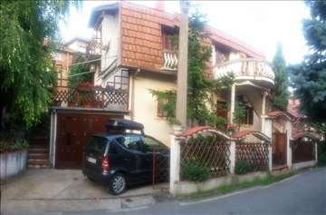 PRODAJE se kuća na Zvezdari kod Olimpa