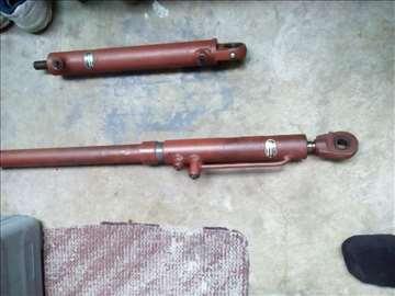 Prodajem hidraulične cilindre
