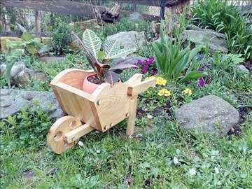 Drvena kolica za cveće