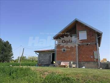 Kuća 90m2 + pomoćni objekat 35m2 + 28 ari placa