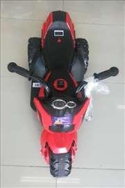 Motor na akumulator crveno-crni