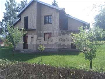 Atraktivna vila u izgradnji i plac od 10,35 ari.
