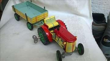 Limeni traktor KDN sa prikolicom,na navijanje,fali