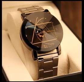 Elegantan ženski sat, prelepog dizajna, nov