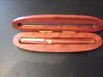Olovka u drvenoj kutiji