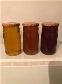 Prodajem prirodni vrcani med