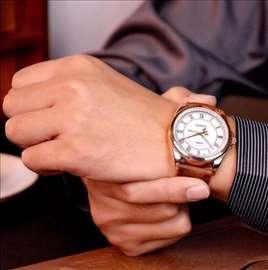 Moderan masivan koža kvarcni sat, novo, akcija