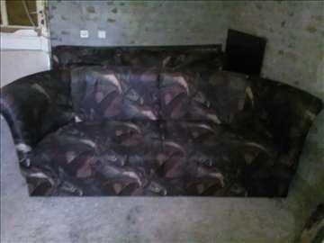 Krevet na razvlacenje i kanabe za sedenje