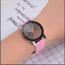 Elegantan ženski sat prelepog dizajna, pink, novo