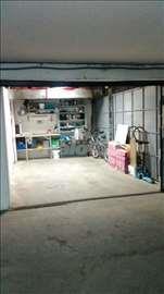 Garaža u stambenoj zgradi - cena nije fiksna