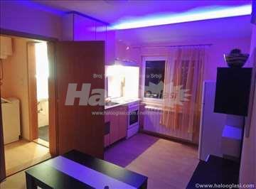 Nov, svetao, dve sobe, 30m2 blizu Kluza i Bulevara