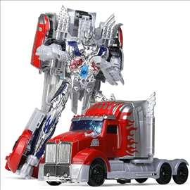 Ogroman Robot Transformers - crveni kamion