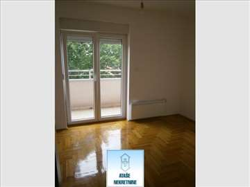Trosoban stan u novoj zgradi u Zemunu ID#37427