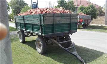 "Podajem dve traktorske prikolice marke ""Kikinda"""