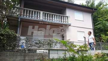 Prodajem kucu u Sutomoru