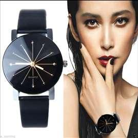 Elegantan ženski sat prelepog dizajna, novo