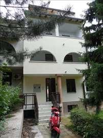 Odlična renovirana kuća, pogodna za razne namene