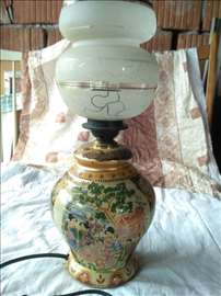 dekorativna lampa