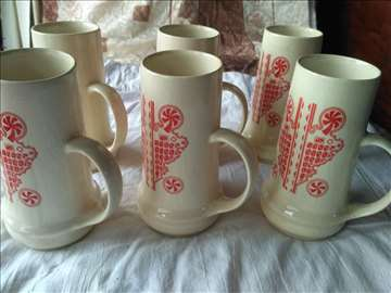 komplet keramičkih krigli za vino ili pivo