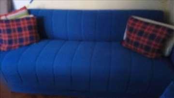 Odličan kauč
