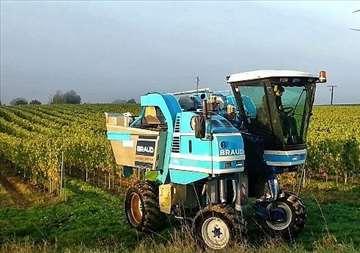Kombajn samohodni vučni traktor prikolica burad