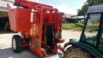Kombajn vučni traktor cisterna preša vino voće