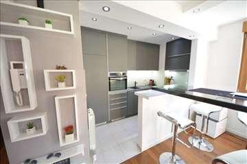 LUX stan u A bloku 61m2