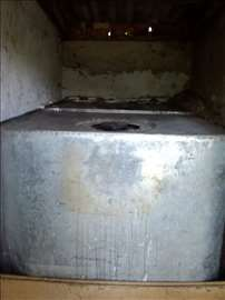 2 cisterne za naftu