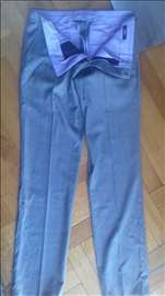 Boss muške pantalone veličina 48
