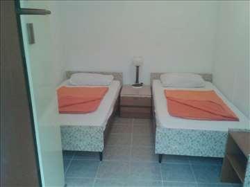 Dvokrevetna soba sa kupatilom