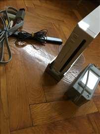 Wii Konzola sa pratećom opremom i originalnim igr