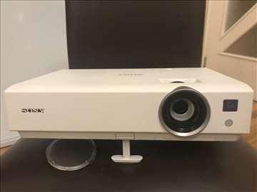 Projektor Sony VPL-DX140, tablu i Vega platno