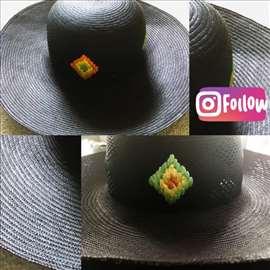 Prelep crni šešir