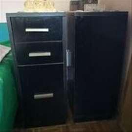 Na prodaju dve lepe,očuvane komode sa fiokama
