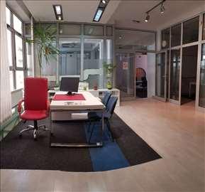 Kancelarijski prostor u poslovnoj zgradi, 300m2