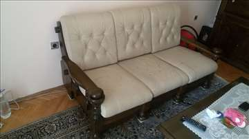 Prodajem kožni trosed sa mehaniznom i dve fotelje