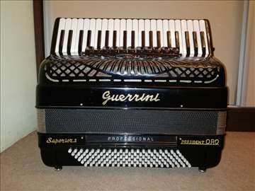Klavirska harmonika Guerrini u izlozbenom stanju